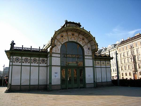 卡爾斯廣場地鐵站