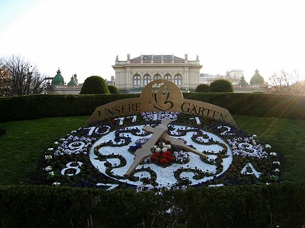 這花園長得像日內瓦的英國鐘花園