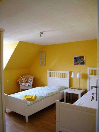 鵝黃色的小閣樓