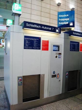 Luggage storage machine