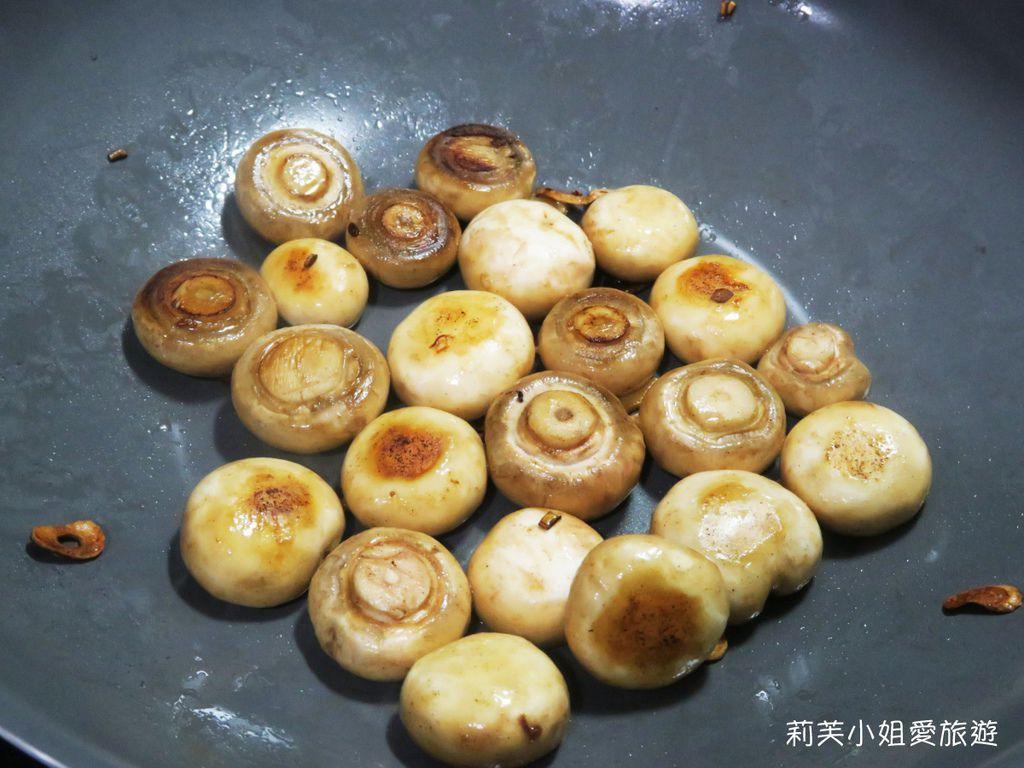 奶油蒜片炒蘑菇