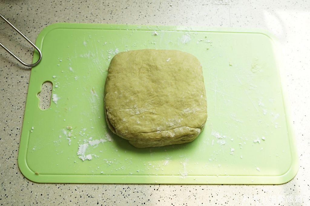桔揚T世家抹茶粉製成麵團