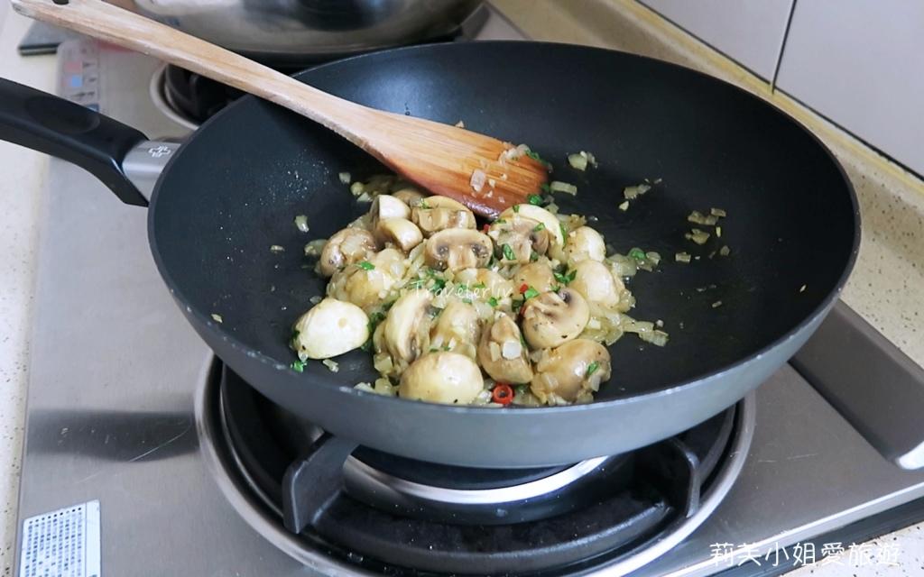 大蒜白酒炒蘑菇