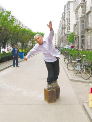 大陸河北一男子穿380公斤鐵鞋練輕功 - 380公斤鐵鞋