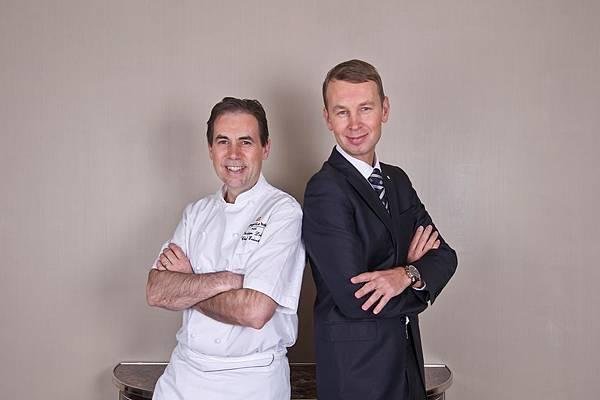 Philippe Labb- - Executif Chef -  et Christophe Kelsch - Directeur du Restaurant L-Abeille - Shangri-La Hotel- Paris