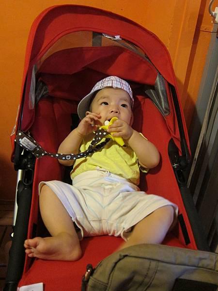 爸媽吃飯我吃香蕉.JPG