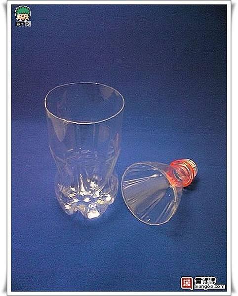 用可樂瓶、礦泉水瓶等塑料瓶做的美麗花瓶4.