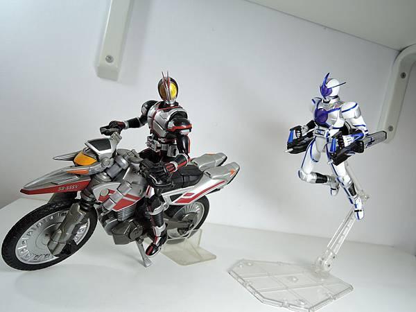 SHF 仮面ライダーサイガ&ライオトルーパー (33).JPG