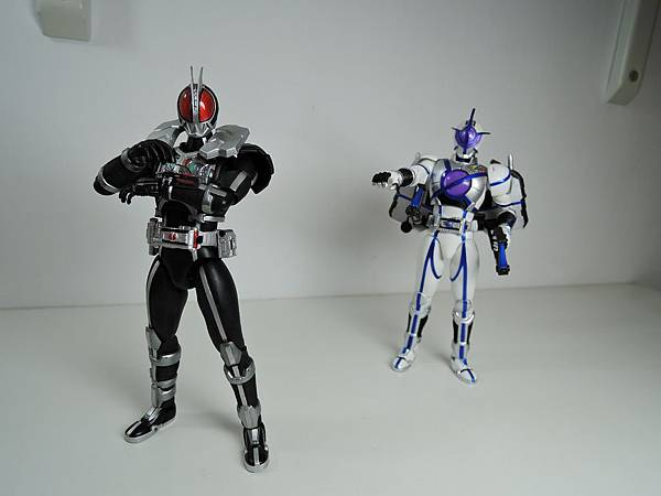 SHF 仮面ライダーサイガ&ライオトルーパー (35).JPG