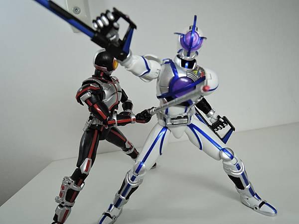 SHF 仮面ライダーサイガ&ライオトルーパー (47).JPG