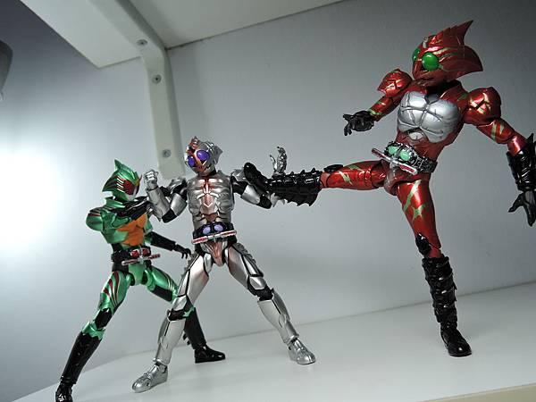 SHF 仮面ライダーアマゾンオメガ (46).JPG