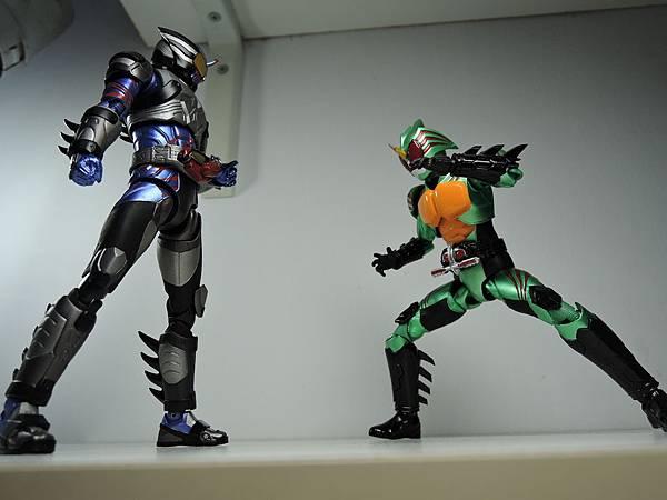 SHF 仮面ライダーアマゾンネオ%26;ニューオメガ (20).JPG