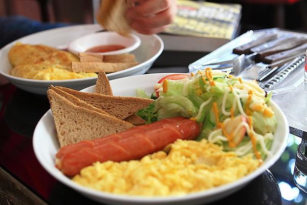 美式雙蛋,德國香腸