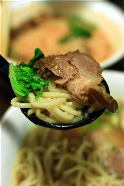 拉麵麵條與叉燒肉