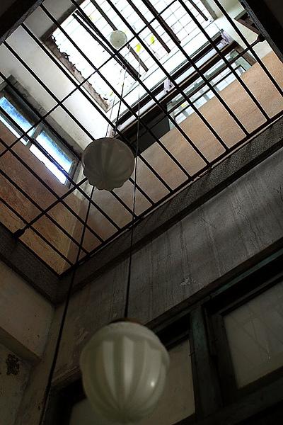 二樓往上拍天井