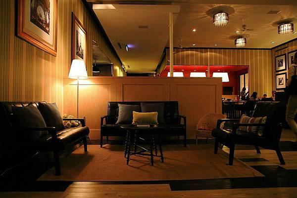 入口,小客廳.JPG