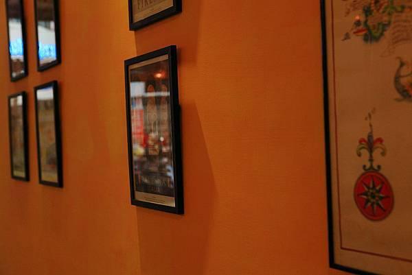 牆上的畫.JPG