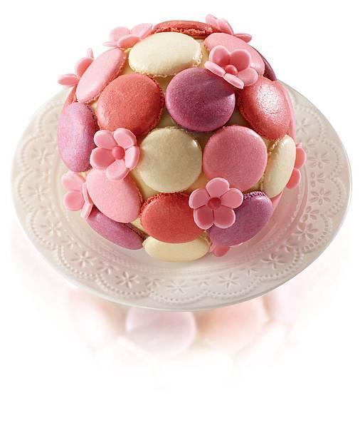 台南晶英酒店「花漾繽紛」以優雅的花束造型呈現,色彩豐富的馬卡龍妝點白巧克力球。