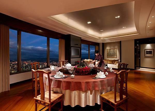 香格里拉台南遠東國際大飯店全新落成貴賓私人招待會所「香閣苑」,佔地45坪且備有客餐廳、套房與廚房,兼具頂級五星服務與高度隱密性,深受名流青睞