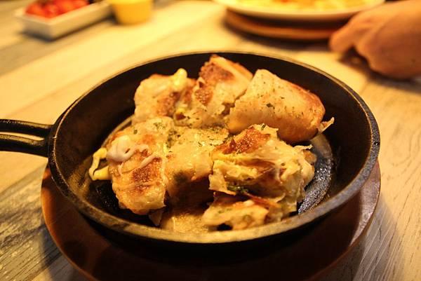 IMG_3996 馬札瑞拉蔥油餅.JPG