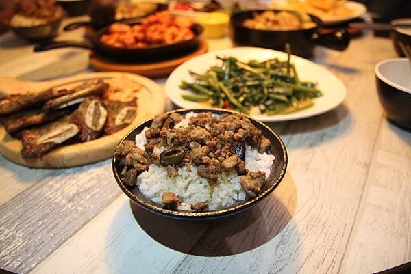 IMG_4031 滷肉香菇飯.JPG