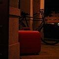 舊腳踏車與旅行皮箱