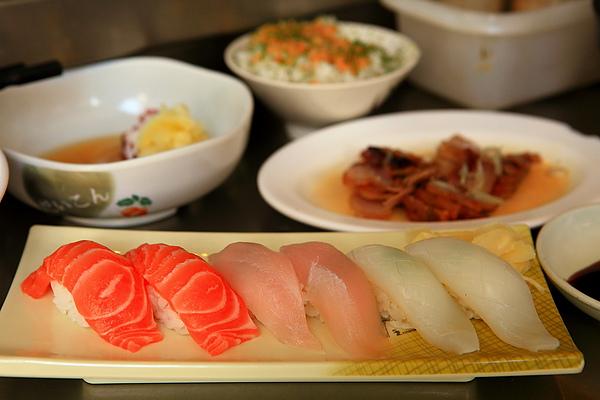 菜-綜合握壽司,花枝旗魚鮭魚.JPG