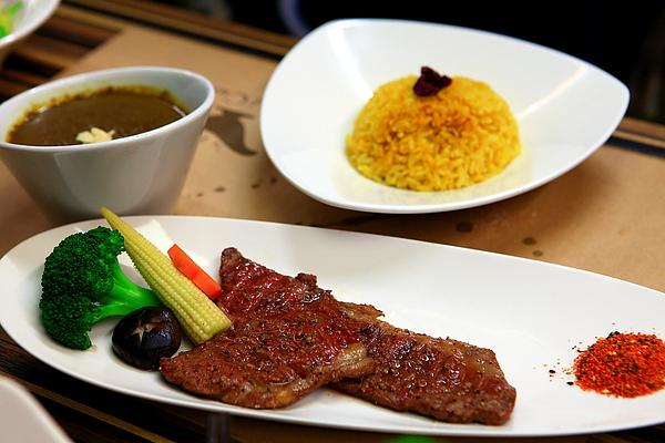 餐,牛小排佐咖哩.JPG