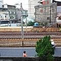 二樓,外面是鐵路,對面是小露台.JPG