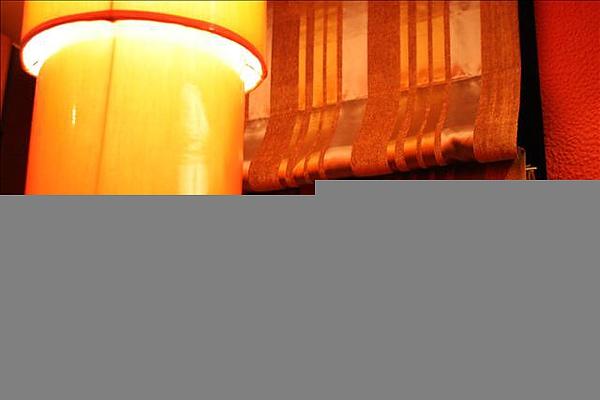吊燈與窗簾