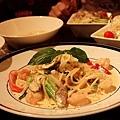 奶油白醬海鮮麵