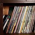 復古式書櫃裡的誠品雜誌
