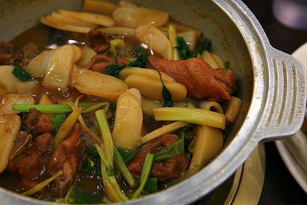 餐,花雕雞,煮熟後醬汁漸漸收攏.JPG