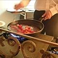 用平底鍋煮新鮮的草莓