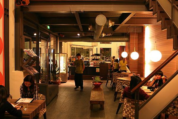 店內座位,一樓,廚房.JPG