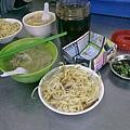 豆菜麵、雞肉湯、味噌湯及雞肉蘸醬