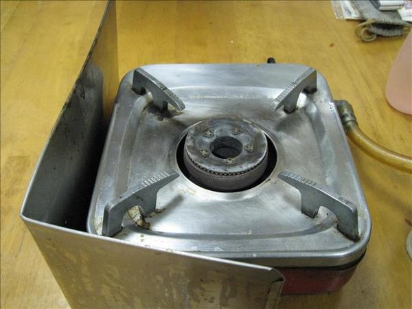 桌上的瓦斯爐