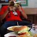 看書與享用美味早餐,就像在自家家裡