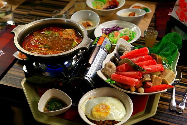 餐,泰式香茅豬肉火鍋.JPG