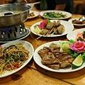 烤松阪豬肉、炒麵