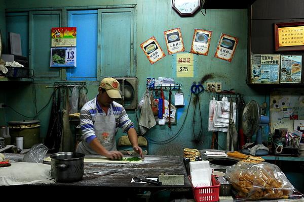 廚房,第二代的女婿做蔥燒餅中.JPG