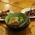 招待小菜,豬耳朵、臭豆腐及滷肉塊