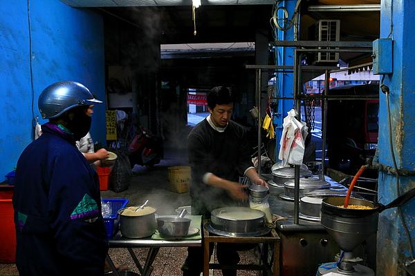 旁邊的豆漿販賣區.JPG