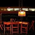 南站告示牌,經過的火車