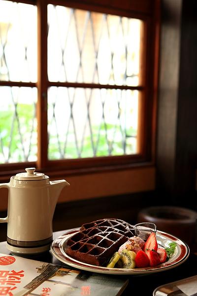 餐-酒釀櫻桃巧克力鬆餅,直幅.JPG