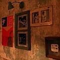 三樓牆上的照片