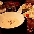濃湯、餐前酒與沙拉