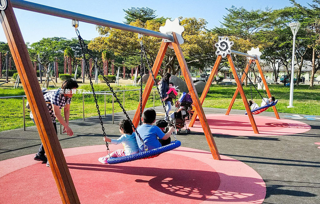 高雄特色公園-衛武營兒童公園 (8).jpg