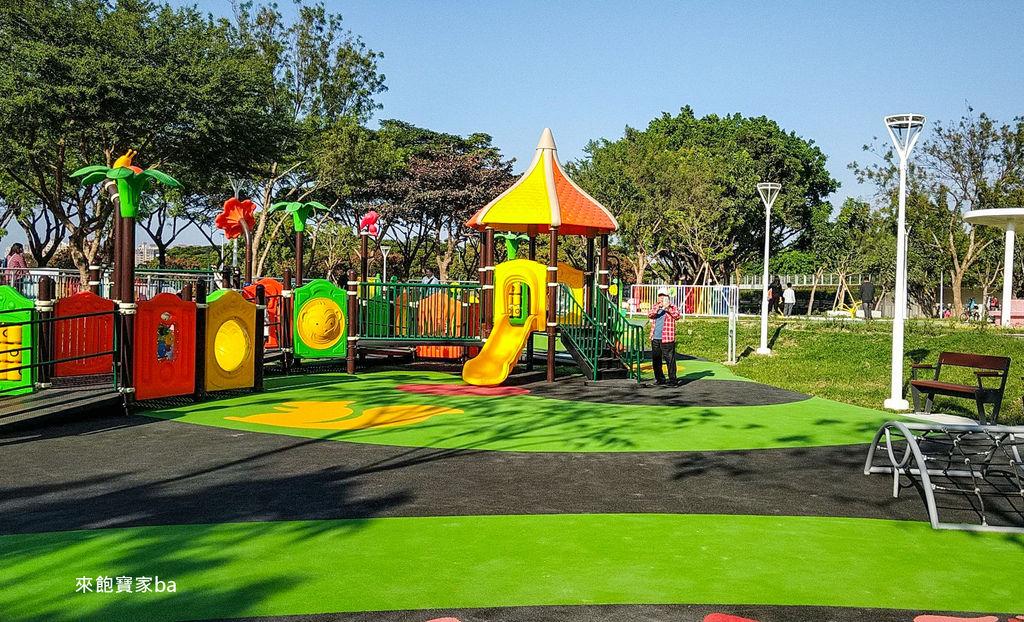 高雄特色公園-衛武營兒童公園 (13).jpg