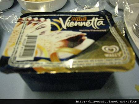IMG_0677往紐西蘭機上冰淇淋-讓我交了新朋友.jpg